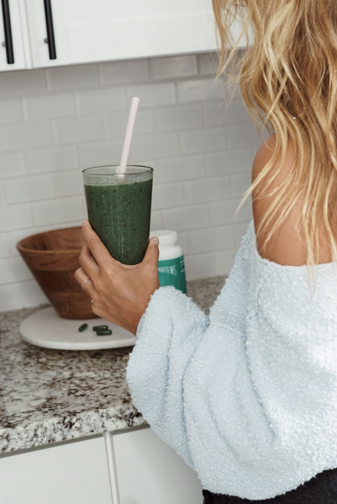 Spirulina Green Smoothie Recipe and Benefits of Spirulina